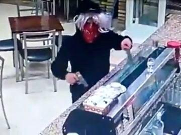 Una atracador intenta robar en un bar de Los Palacios