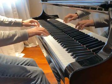 James Rhodes toca al piano 'Stand by', de Extremoduro
