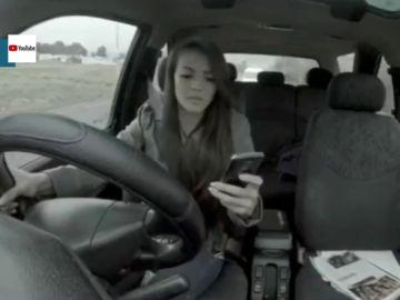 El impactante vídeo con el que la Guardia Civil intenta concienciar sobre el peligro de mirar el móvil conduciendo
