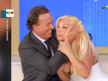 """El incómodo momento de la presentadora Susana Giménez cuando Julio Iglesias le da un beso en la boca: """"No, por favor"""""""