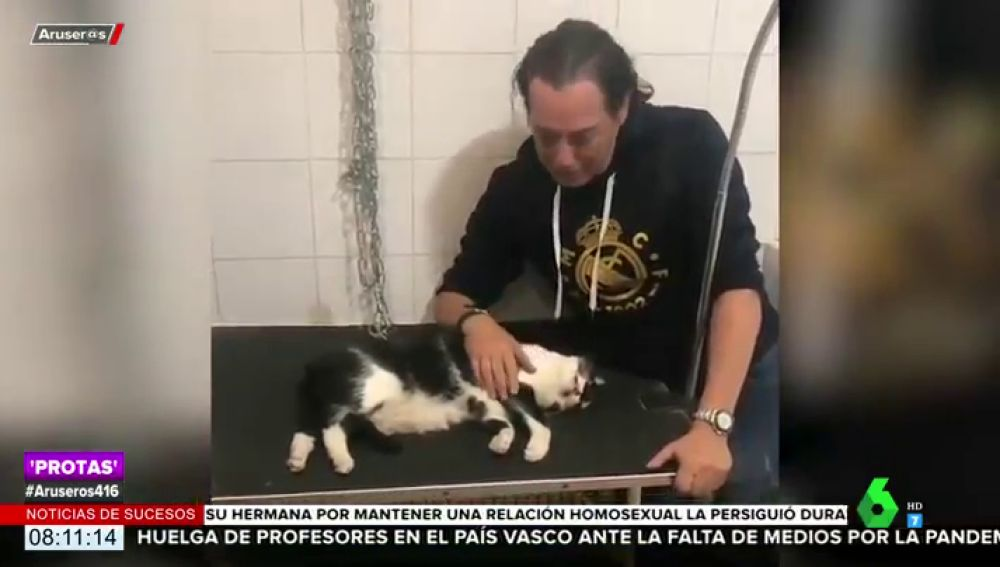 El desgarrador vídeo de Pipi Estrada llorando la trágica muerte de su gato Trapito