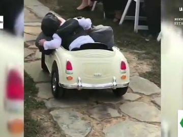 El divertido vídeo viral de un bebé durmiéndose mientras salta en una