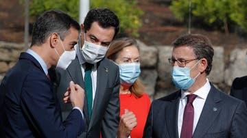 Pedro Sánchez charla con Alberto Núñez Feijóo y Juanma Moreno