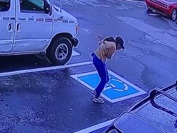 La sorprendente reacción de una joven al conseguir trabajo que se ha vuelto viral
