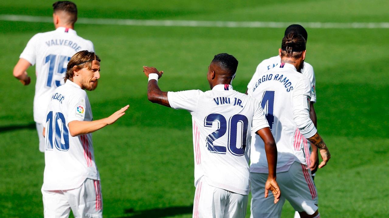 Luka Modric y Vinicius Jr.