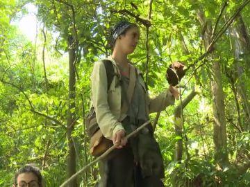 """Silvia reacciona a puñetazos tras discutir con Pitty y con la diputada de Vox, Mireia Borrás: """"¡Te juro que reviento el árbol!"""""""