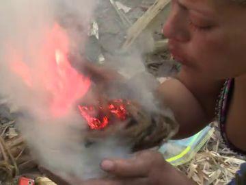 La emoción por conseguir hacer fuego contrasta con el bajón de Silvia y su deseo de abandonar La Isla