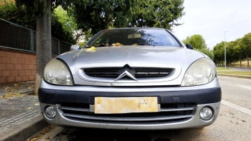 DGT: ¿es obligatorio llevar la placa de matrícula delante y atrás de tu coche?