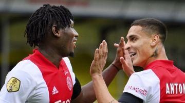 El Ajax celebra uno de sus muchos goles al VVV Venlo