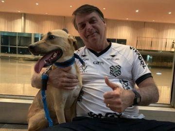 Jair Bolsonaro, junto a su perra Faisca