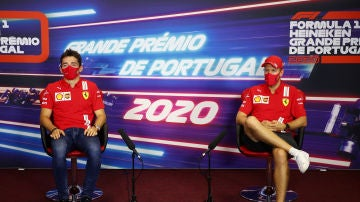 Sebastian Vettel y Charles Leclerc en rueda de prensa