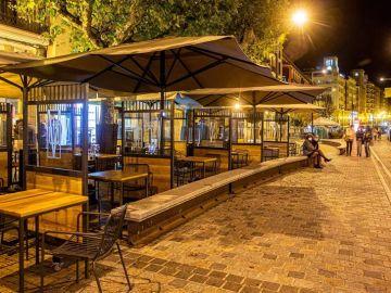 Vista de las terrazas vacías, de una de las calles del centro de Logroño