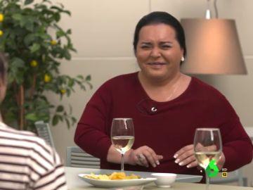 """El sincero comentario de Falete en pleno brindis que desata las risas de Thais Villas: """"El vino está más caliente que mi c***"""""""