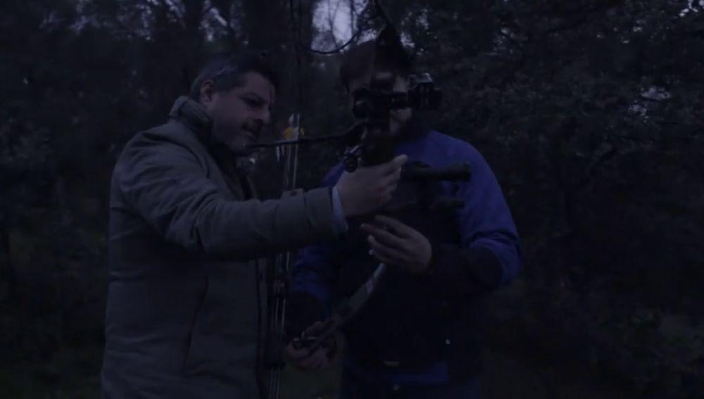 Así trabajan los controladores de especies silvestres, arqueros que desde 2011 han acabado con 400 jabalíes en la Comunidad de Madrid