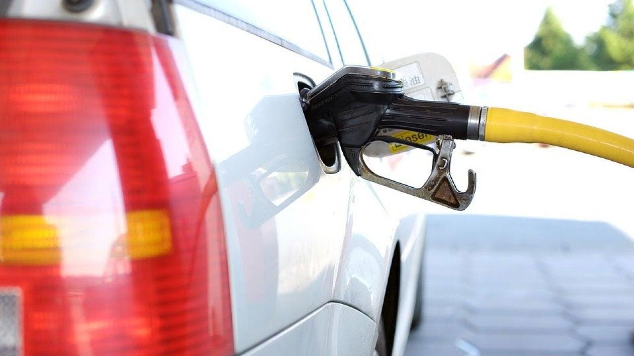 El diésel será más caro: ¿qué alternativas tienes para ahorrar con tu coche?
