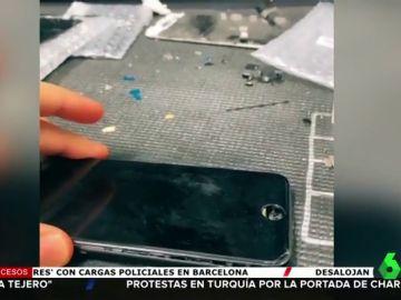Encuentra una nota sorpresa dentro del iPhone que iba a reparar y 100 dólares