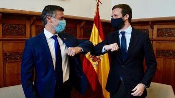 Imagen de Pablo Casado y Leopoldo López durante su reunión en el despacho del líder del PP en el Congreso