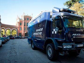 Efectivos de la Policía de Madrid, en La Almudena