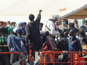 Llegada al muelle de Arguineguín (Gran Canaria) del buque de Salvamento Marítimo Guardamar Polimnia