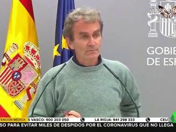"""El corte implacable de Fernando Simón a una periodista que intentaba ser """"precisa"""" en rueda de prensa"""