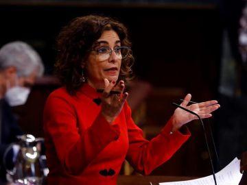 La ministra de Hacienda y portavoz del Ejecutivo, María Jesús Montero, interviene en el Pleno del Congreso