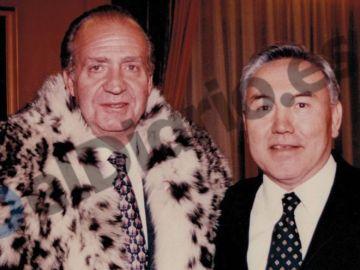 El rey junto al expresidente de Kazajistán