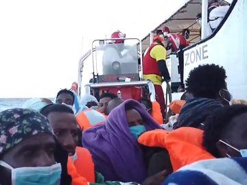 Migrantes a bordo del Open Arms