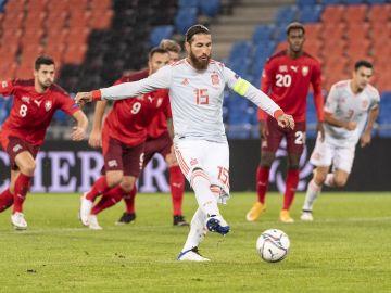 Sergio Ramos lanza un penalti