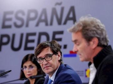 El ministro de Sanidad, Salvador Illa, y el director del CCAES, Fernando Simón