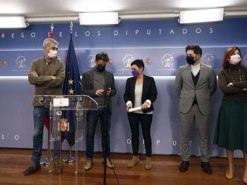 El presidente de Unidas Podemos, Jaume Asens, junto a los portavoces de ERC y Bildu