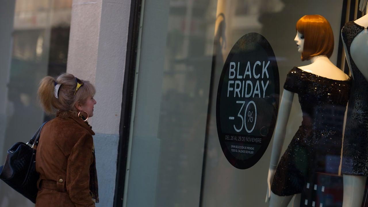 Los datos de los últimos años muestran cómo los descuentos que ofrecen las empresas en el Black Friday no son tal