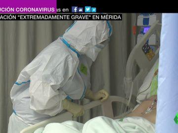 Las duras imágenes del interior de la UCI del Hospital de Mérida: así es la lucha diaria por la vida de los pacientes COVID más críticos