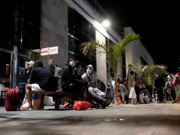 Migrantes bloqueados en el puerto de Santa Cruz de Tenerife