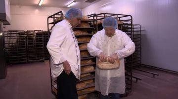15.000 kilos de harina al día y pedidos por toda España: así se fabrica el pan de masa madre a nivel industrial