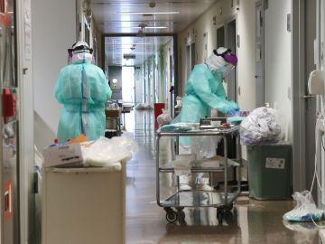 Sanitarios con equipos de protección