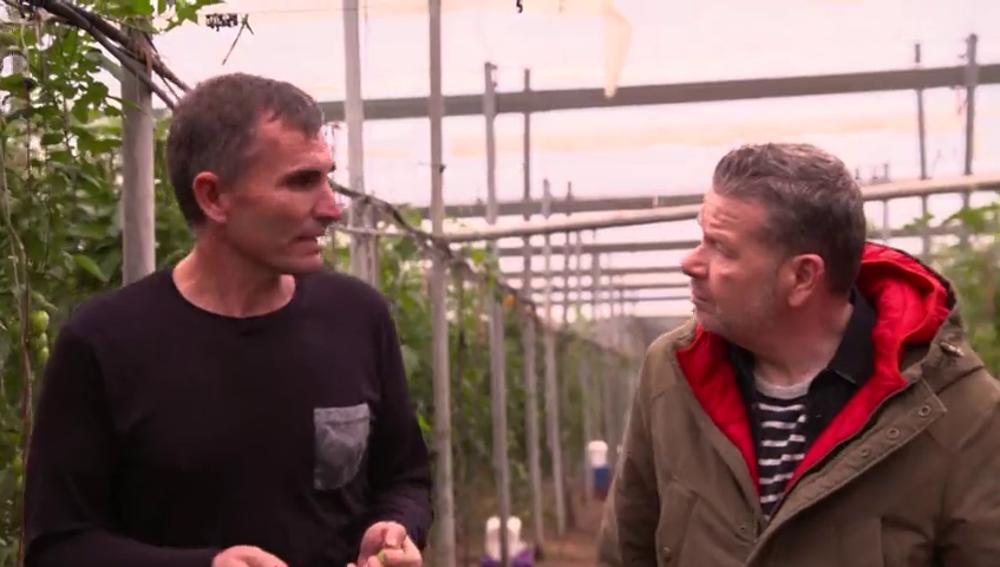 """La advertencia de un agricultor sobre los químicos de los cultivos: """"Había días en los que llegaba a mi casa y vomitaba"""""""