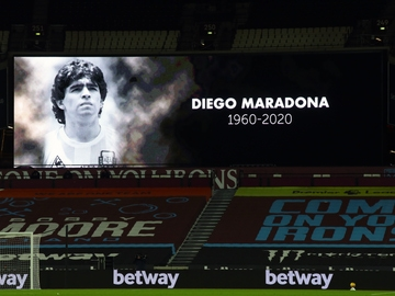 Homenaje a Maradona en la Premier League