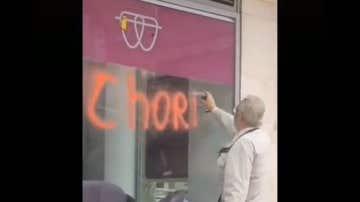 El vídeo del abuelo grafiteando una clínica Dentix