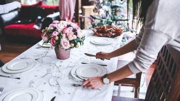 Preparativos para una cena de Navidad