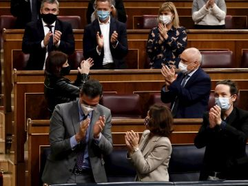 Aplausos del Gobierno de coalición en el Congreso