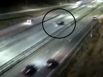 Aterrizaje de emergencia en una autopista