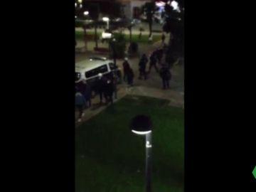 Antidisturbios dispersan a 70 jóvenes que se citaron por redes sociales para pegarse en Mislata, Valencia