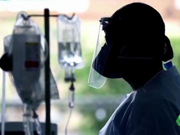 """Hablan sanitarios españoles en Reino Unido: """"Hice el curso y tengo licencia para matar al coronavirus"""""""