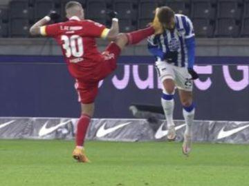 Salvaje entrada en la Bundesliga