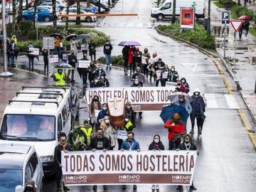 """Hosteleros de Pontevedra arrancan una caminata de 14 días hasta Madrid para pedir al Congreso un """"rescate"""""""