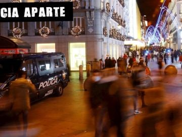 Gente paseando en una calle de Madrid