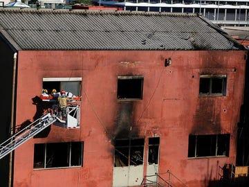 Incendio en una nave okupada de Badalona