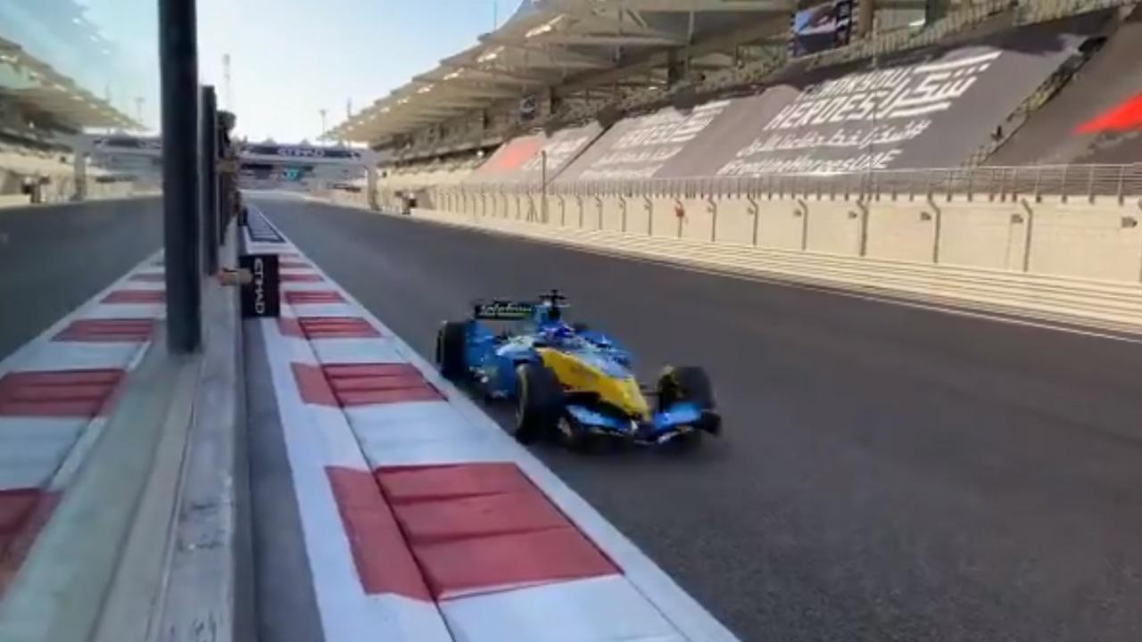 Fernando Alonso rodando con el R25