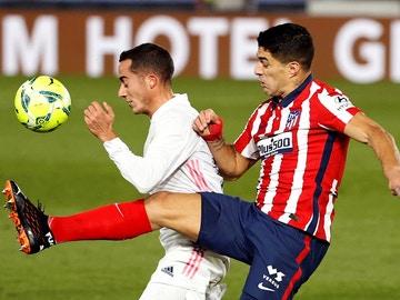 Lucas Vázquez, ante Luis Suárez