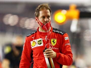 Vettel, con el mono de Ferrari